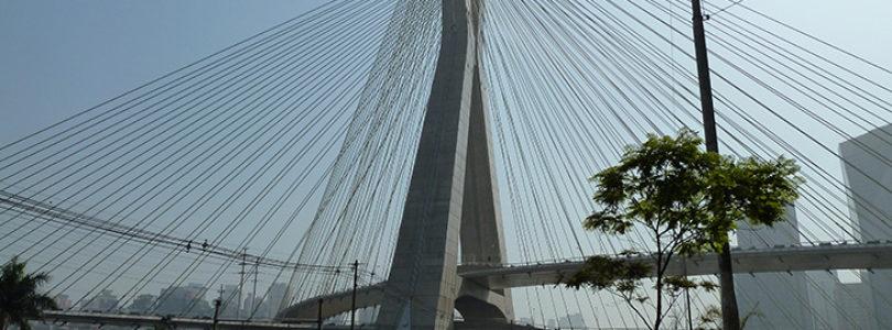 À primeira vista, a ponte estaiada pode parecer apenas uma variação da ponte de suspensão. Mas não deixe que suas torres e as estradas penduradas o enganem.