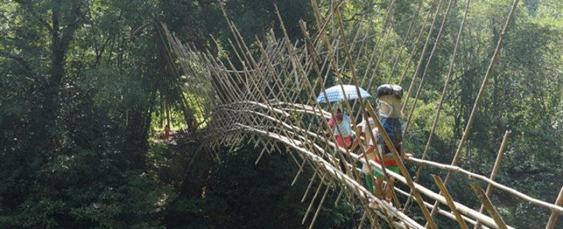 Ponte da Ilha de Bornéu - ponte de bambu