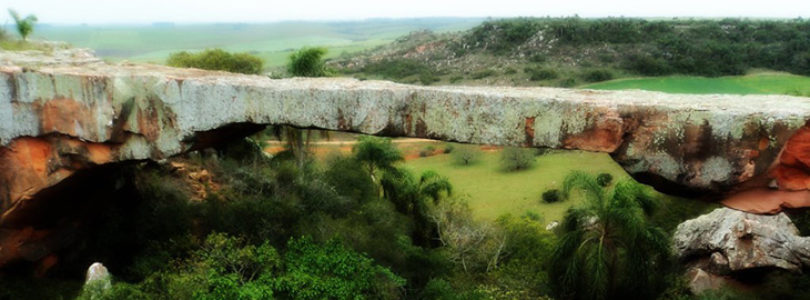 Pontes Naturais. Ponte de Pedra em Alegrete, Rio Grande do Sul
