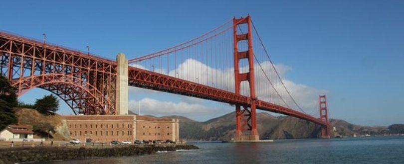Ponte Suspensa surgiram da necessidade de transpor rios e vales largos e altos, sem pilares de sustentação - para permitir a passagem de navios sob elas.