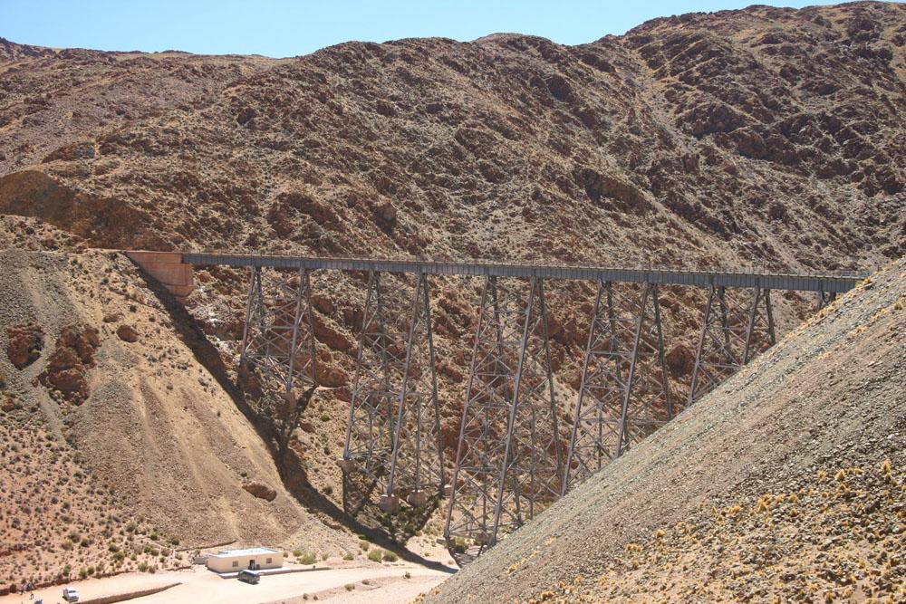 O viaduto La Polvorilla na Argentina, tem 70m de altura e foi projetado por ninguém menos que Gustavo Eiffel